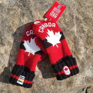NWTs Hudson's Bay Canada Gloves